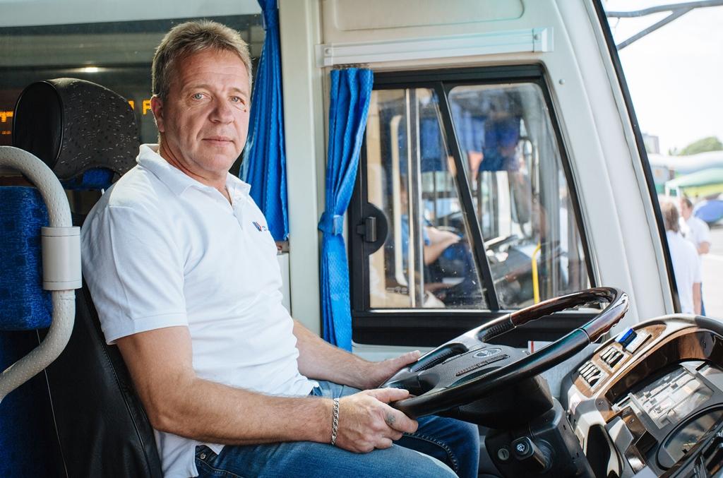 картинка водитель за рулем автобуса гормоны